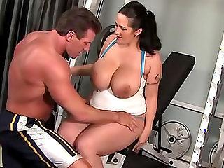 Chubby Carmella Bing fucked in the gym