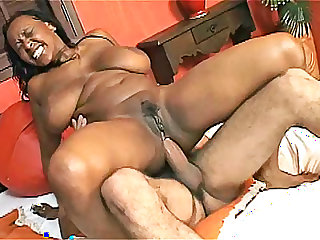 Ebony Ellen Mederios with wonderful pussy