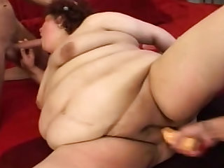 Super BBW banged by two girls