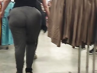 Real thick pawg in grey sweats