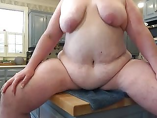 Kitchen Boob Shaking for the Neighbors.