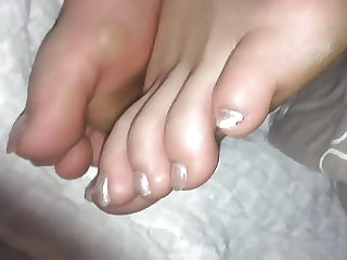 My lazy sunday morning feet and toes
